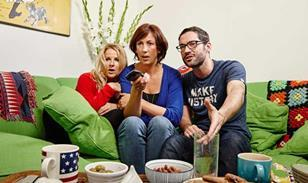 Gogglebox-Miranda-Sarah-Tom